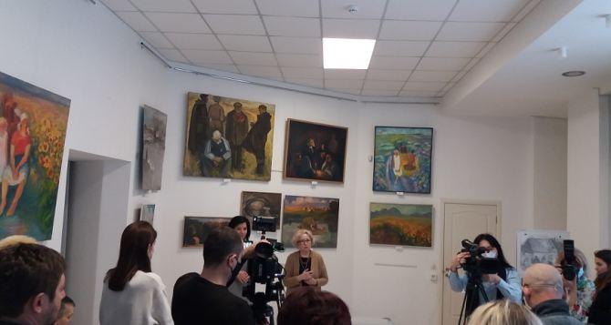 Выставка работ А.Котилевского «Родники моей души» открылась в Луганске