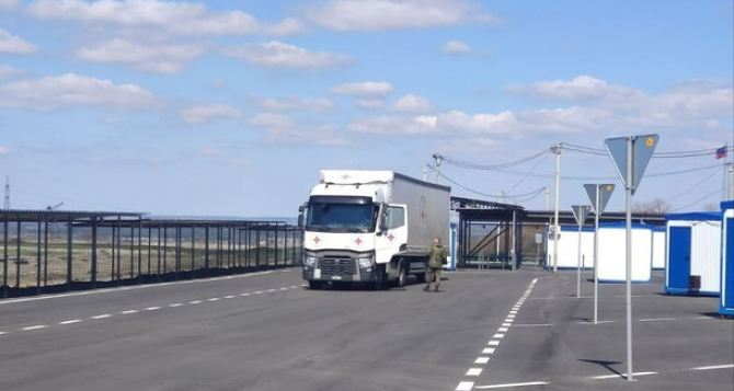 Через КПВВ «Счастье» в Луганск прибыло три автомобиля МККК. ФОТО