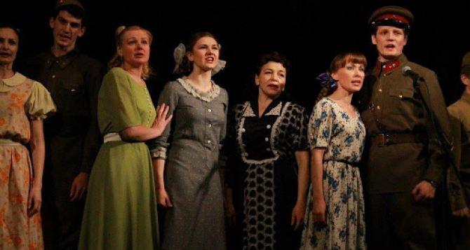 Украинский театр приглашает на спектакли в мае