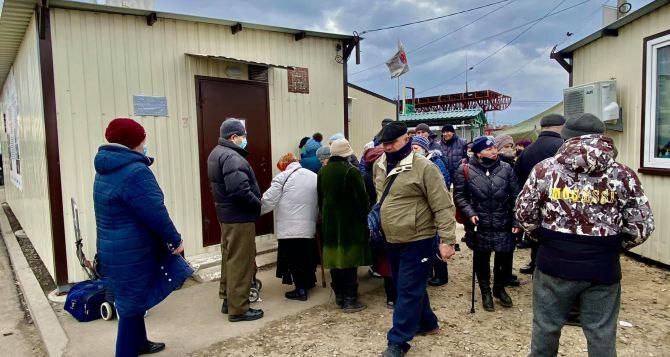 Даже в Киеве возмущены ситуацией на КПВВ «Станица Луганская» с бесплатным экспресс-тестированием