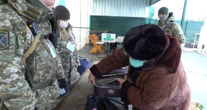 За неделю пассажиропоток через КПВВ «Станица Луганская» уменьшился на 10%