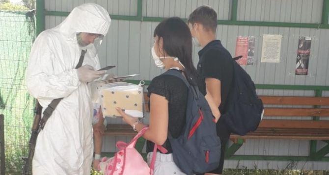 Студент-переселенец из Луганска рассказал о сложностях пересечения КПВВ на Донбассе.