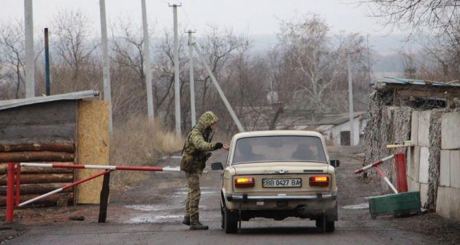 Особенности пересечения КПВВ на Донбассе для местных жителей разъяснили в Госпогранслужбе