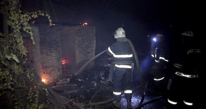 В пожаре на востоке Луганска погиб человек