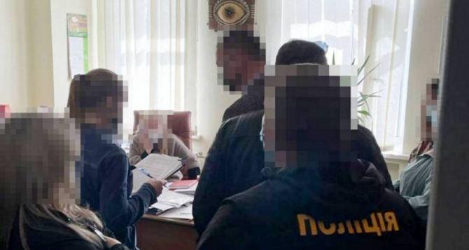 Директора «Центрального рынка» поймали на взятке