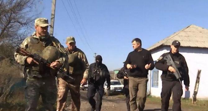 В Золотом 9мая возник конфликт между полицейскими и местными жителями. Дошло до стрельбы
