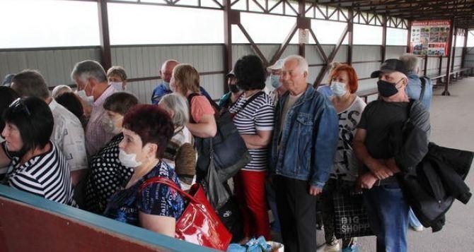 Поток людей через КПВВ «Станица Луганская» увеличился на 30% по сравнению с прошлой неделей