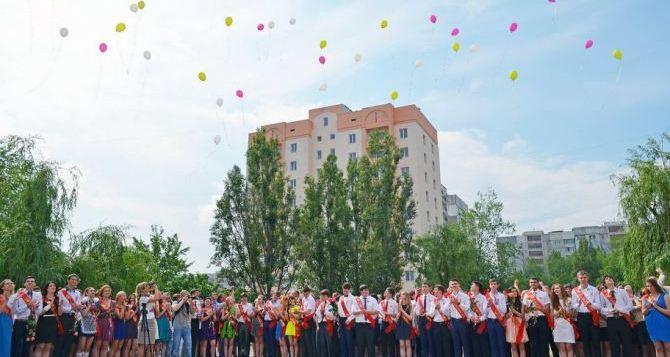 В Луганске разрешили проведение праздника «Последнего звонка»
