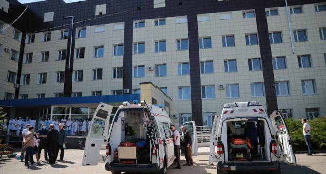 Словакия передала Луганской областной детской клинической больнице 2 реанимобиля