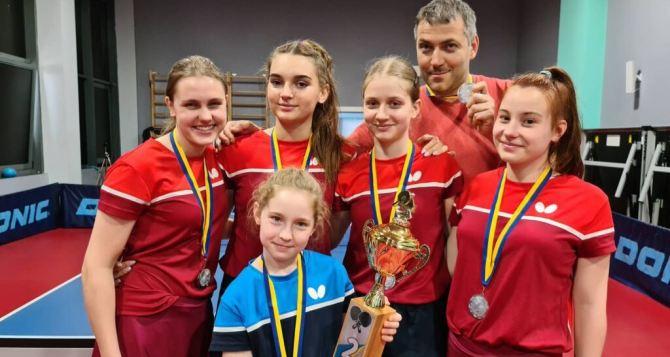 Теннисистки из Северодонецка завоевали золотые кубки на Клубном чемпионате Украины