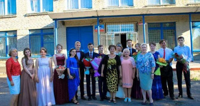 В Луганске разрешили проводить школьные выпускные вечера