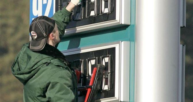 Кабмин поднял предельную цену литра бензина и дизтоплива