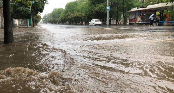 Донецк затопило из-за сильных дождей. Частично остановлена работа общественного транспорта