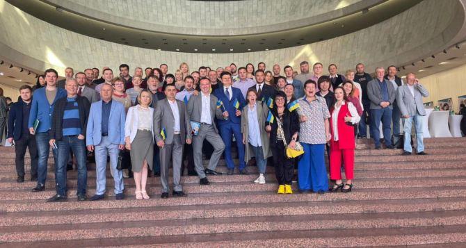 В Киеве на Европейской площади луганчане отпраздновали 83-ю годовщину образования Луганской области. ФОТО