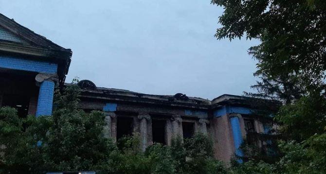 Девочка 13 лет погибла после падения с высоты в заброшенном здании. ФОТО