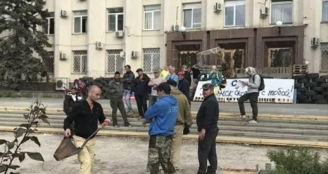 Крымчане отказываются играть роли убитых в Луганске