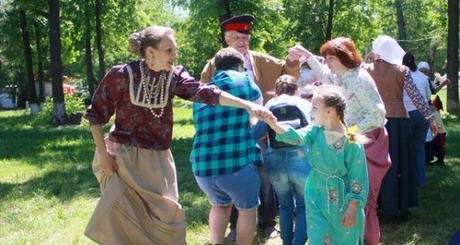 В Луганске следующие выходные будут «длинными», а следующая рабочая неделя— короткой