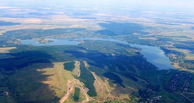 Стремительно повышается уровень воды в Исаковском водохранилище под Алчевском. ФОТО