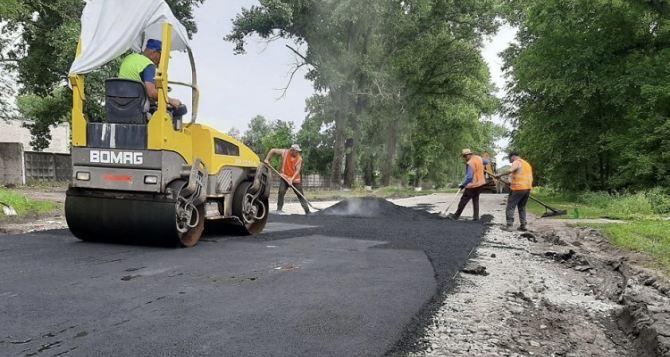 На Луганщине начался ремонт дороги «Сватово-Новочервоное»