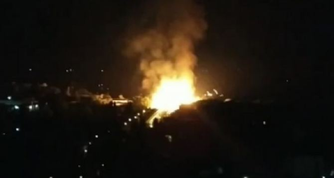 В Луганске ночью в районе парка Первого мая взорвался газопровод. ВИДЕО