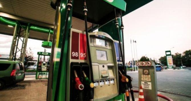 На АЗС Донецка со вчерашнего дня подорожали популярные марки бензина