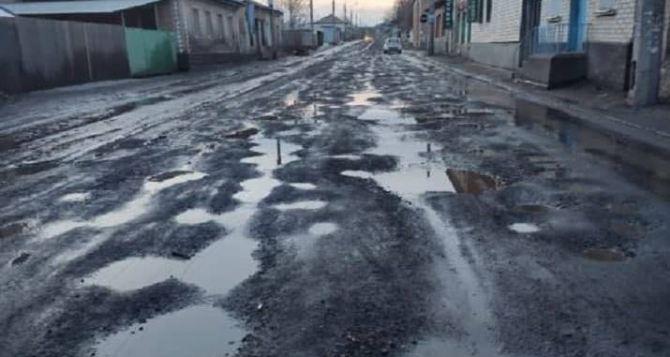 Мэр Луганска назвал дороги в городе— отвратительными