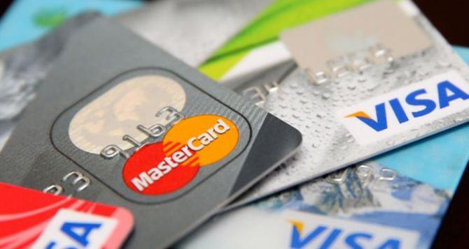 Налоговая разъяснила за что будут штрафовать владельцев карт «Привата», «Ощада» и Mono