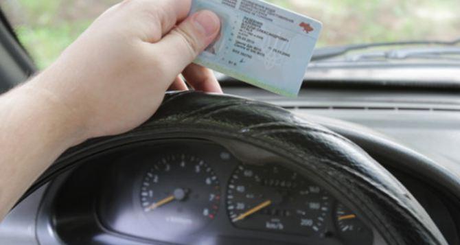 Переселенцам упростили процедуру получения и восстановления водительских прав