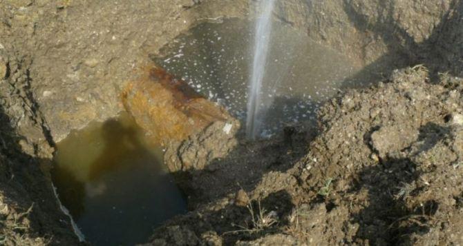 Очередная авария на водоводе в Ровеньках: город неделю без воды