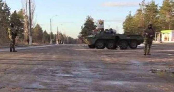 Военная техника в Станице Луганской— местные жители обеспокоены