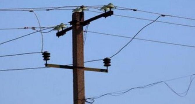 Непогода оставила без электроэнергии почти 2 тыс. Луганщины