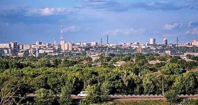 В Луганске сегодня до 33 градусов жары, утром и днем кратковременный дождь