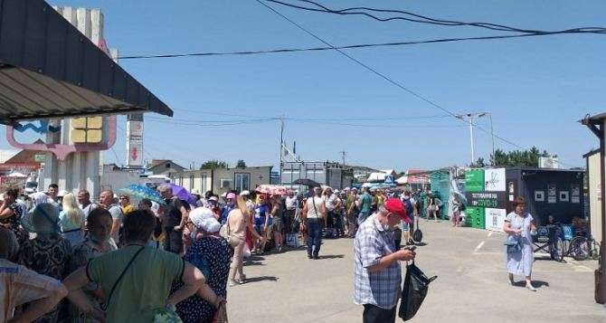 За июнь количество пересекающих КПВВ в Станице Луганской увеличилось практически в два раза