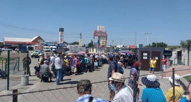 Вчера через КПВВ «Станица Луганская» прошло почти 3800 человек.