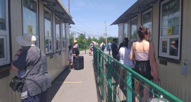 Пассажиропоток на КПВВ «Станица Луганская» снизился на 30%