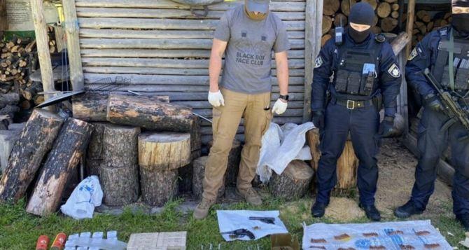62-летний житель Луганщины собрал дома целый арсенал