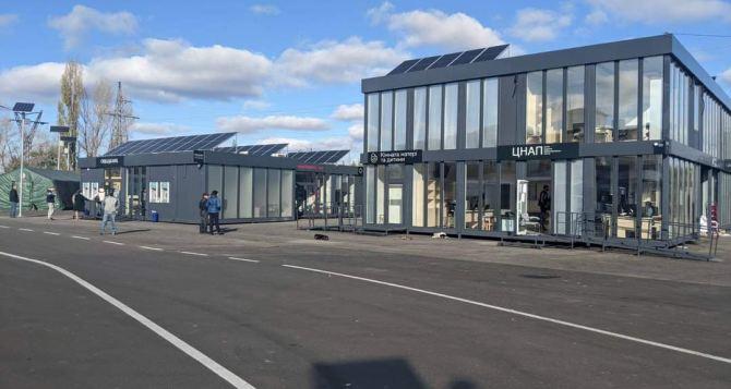 Сервисный центр на КПВВ: Ощадбанк, Новая почта и пенсионные вопросы в одном месте.