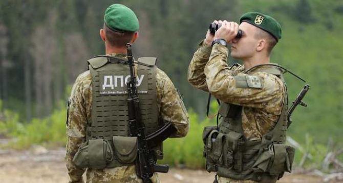 На украинско-российской границе напали на пограничный наряд: у всех отобрали табельное оружие, двое пограничников пострадали