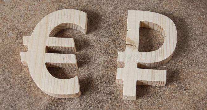Евро и гривна подешевели в Луганске после переговоров Путина и Меркель