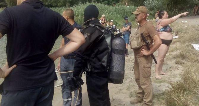 В Киеве женщина помогла полиции и водолазам найти саму себя. Она два часа стояла у них за спиной