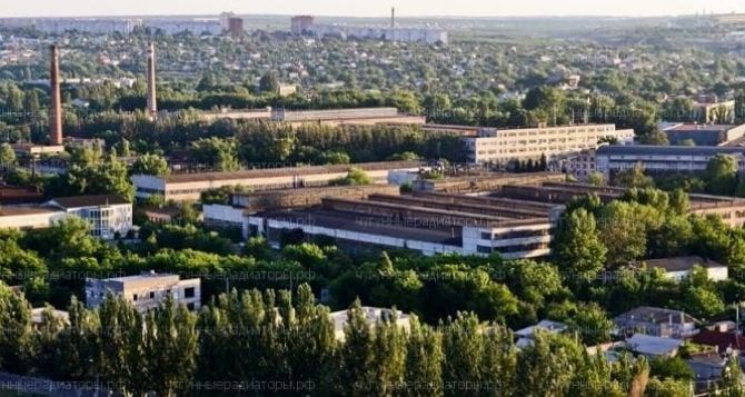 Какую зарплату получают рабочие крупнейшего завода Луганска.