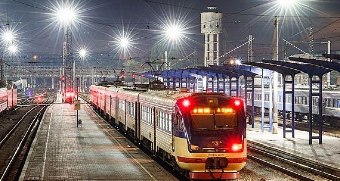 Из-за аварии поезда из Киева на Донбасс серьезно отстают от графика