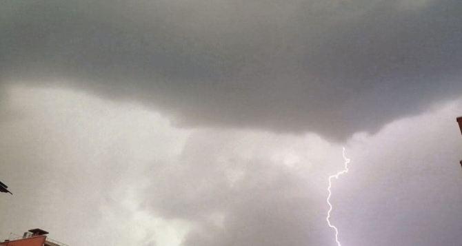 Внимание! Сегодня вечером в Луганске и области сильный дождь, местами град