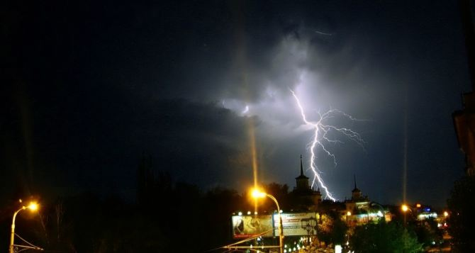 В Луганске прямо сейчас объявили штормовое предупреждение