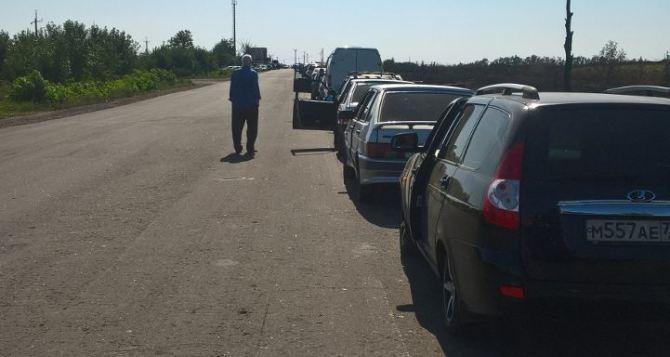 Чтобы луганчанам проехать через КПВВ «Изварино», нужно потратить около 10 часов