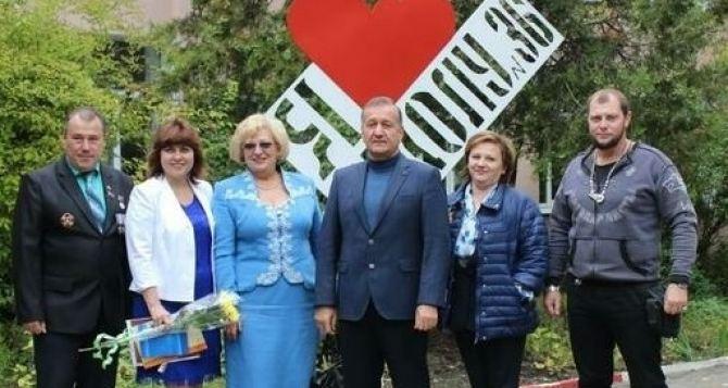 Луганским школам нужны ремонты, компьютеры, новые пищеблоки, и новые учителя. Мэр о состоянии образования в городе.