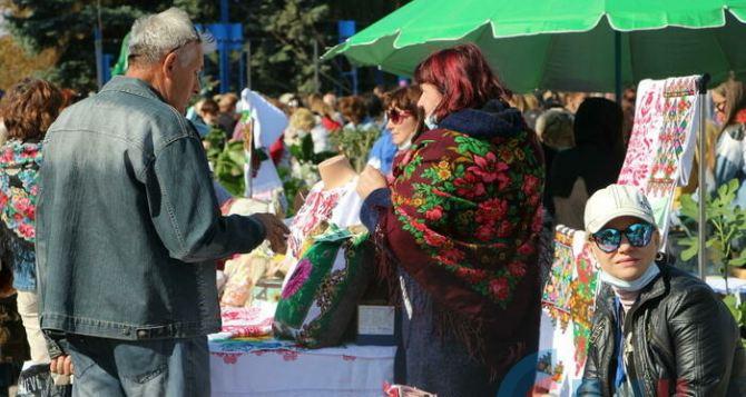 В Луганске идет ярмарка посвященная Дню города. ФОТО