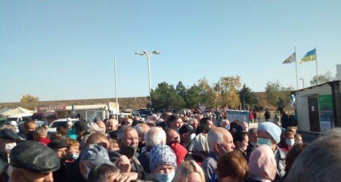 Количество людей на КПВВ Станица Луганская опять уменьшился