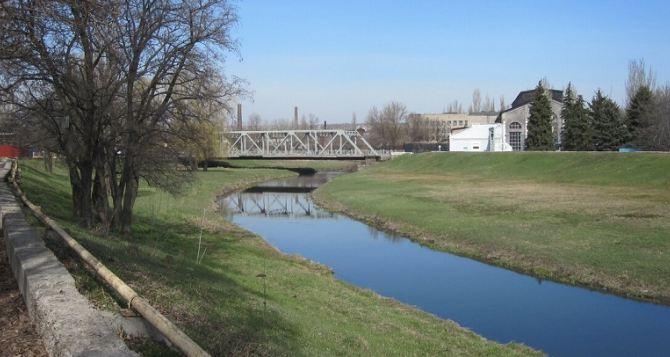 В центре Луганске утонул мужчина