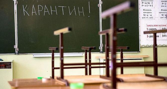 На дистанционное обучение переведут все учебные заведения: школы, средние профессиональные и ВУЗы.